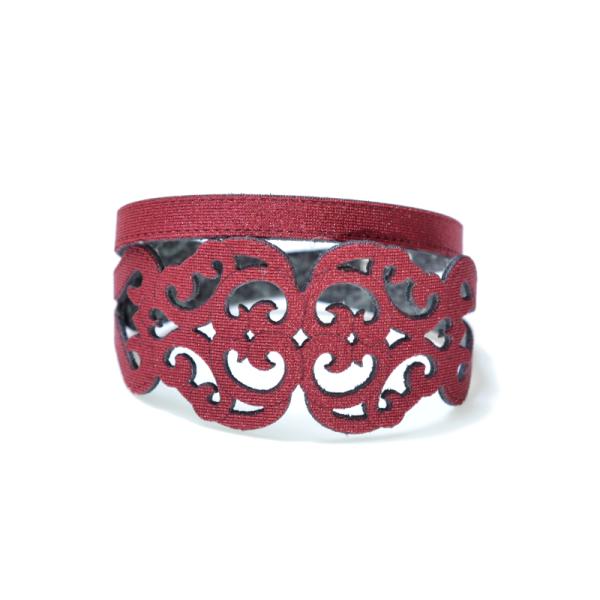 Bracciale in tessuto metallizzato colore bordeaux con chiusura in argento 925%.100% made in Italy
