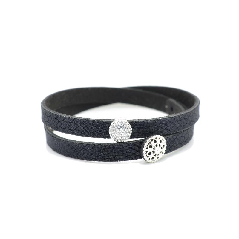 Bracciale in tessuto colore nero con charms in argento 925% e zirconi bianchi.100% made in Italy