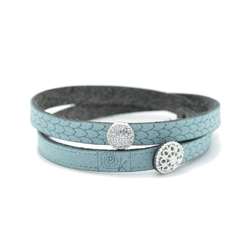 Bracciale in tessuto colore salvia con charms in argento 925% e zirconi bianchi.100% made in Italy