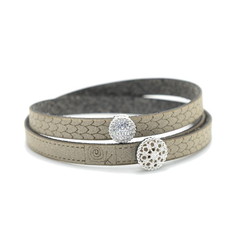 Bracciale in tessuto metallizzato colore tortora con inserto Charms Pavè in Argento 925%.100% made in Italy