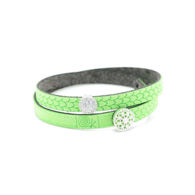 Bracciale in tessuto colore verde fluo con charms in argento 925% e zirconi bianchi.100% made in Italy