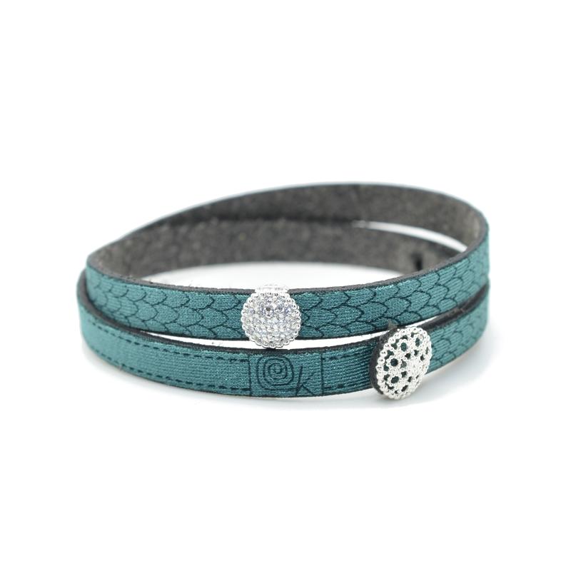 Bracciale in tessuto colore verde smeraldo con charms in argento 925% e zirconi bianchi.100% made in Italy