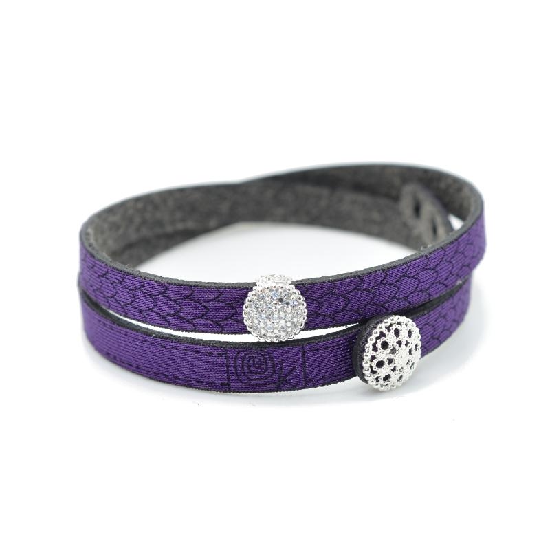 Bracciale in tessuto colore viola con charms in argento 925% e zirconi bianchi.100% made in Italy