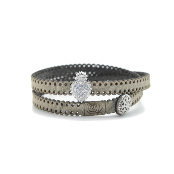 Bracciale in tessuto metallizzato colore tortora con inserto religioso in argento 925%.100% made in Italy