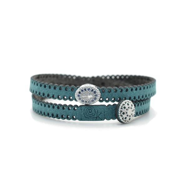 Braccialetto in tessuto verde smeraldo con inserto croce in argento 925 e zirconi blu. 100% made in Italy